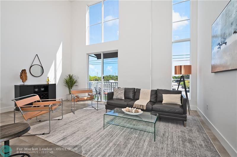 living area of homes for sale oakland park fl